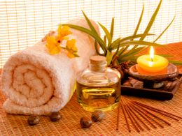 Aromatherapy bath oil